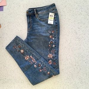 AMERICAN RAG ROSE EMBROIDERED JEANS SIZE 15